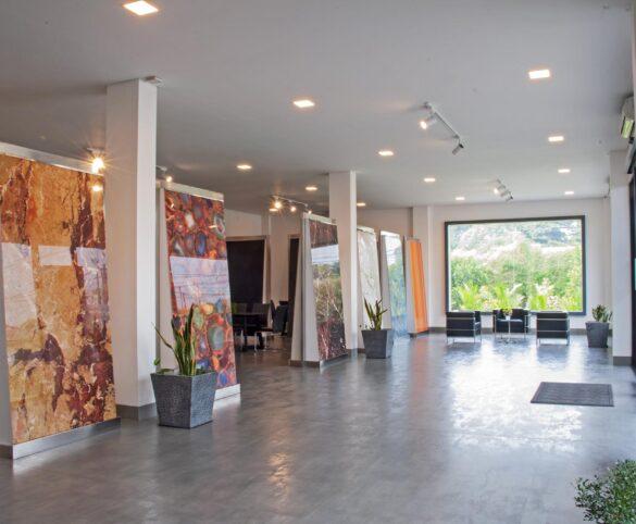 Sicer amplía la planta de indonesia con la inauguración de una nueva sala de muestras.